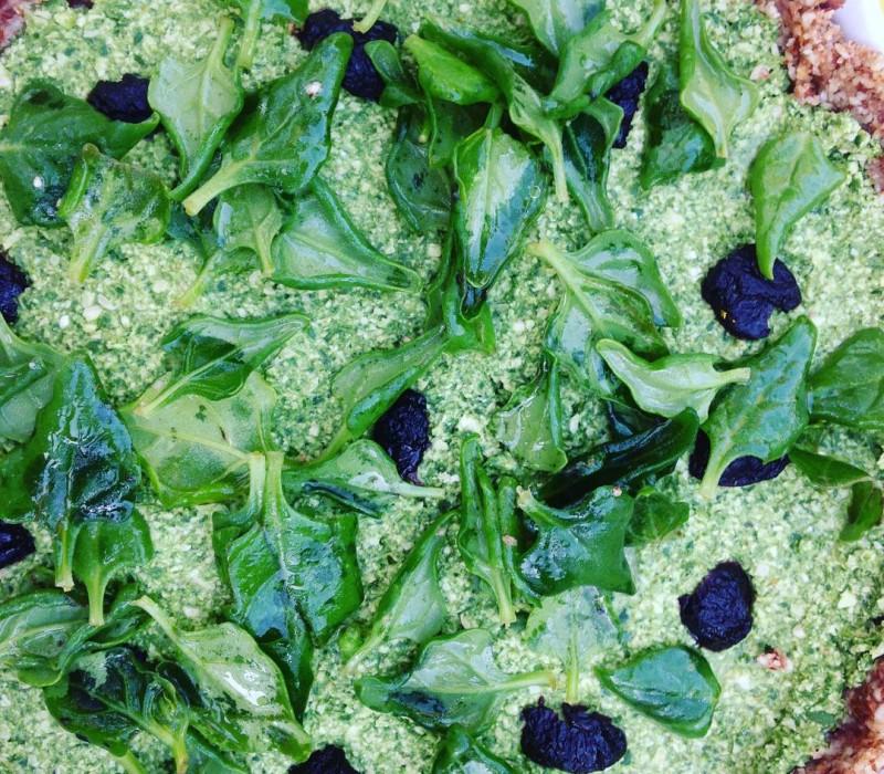 Que du cru, que du bon #raw #rawfood #rawpie #pie #spinach #spinachpie #bonappetit #healthyfood #healthy #vegan #veganfood #atable #daranis #daranismarrakech