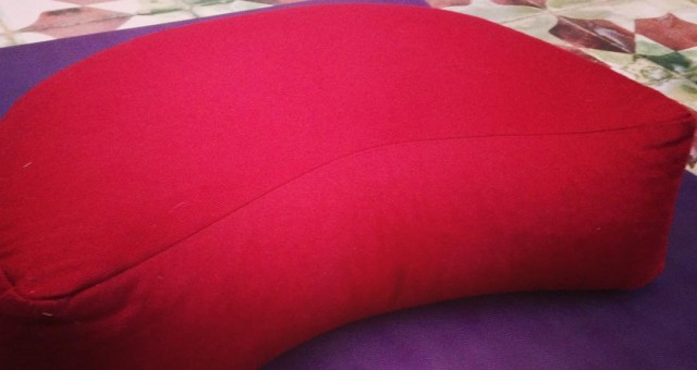 Meditation is so good  #meditation #yoga #mat #yogamat #yogamats #spirituality #marrakech #morocco #retreats #riadmagellanyoga #riadmagellan #kechevents #kecheventsmarrakech #kecheventsmaroc #breathe #red #purple #zafu #cushions #meditationcushion